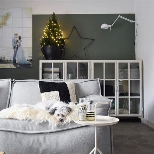 metalen kerstster en een kleine kerstboom